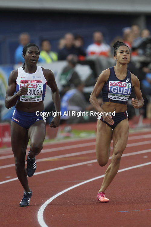 08.07.2016. Amsterdam, Holland. The European Athletics Championships.   Floria Guei and Anyika Ohuruogo in the final of the 400m for Women