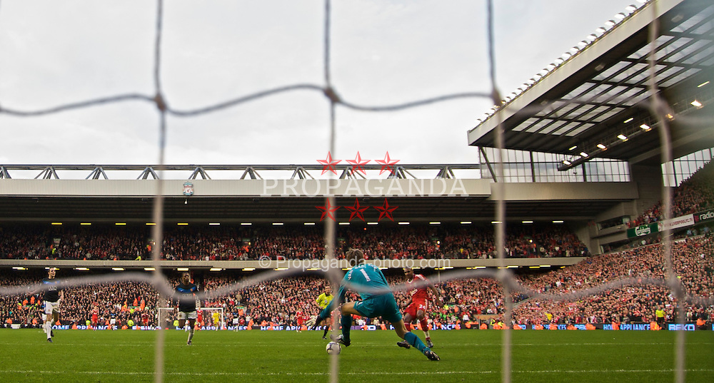LIVERPOOL, ENGLAND - Sunday, October 25, 2009: Liverpool's David Ngog slides the ball past Manchester United's goalkeeper Edwin van der Sar for the second goal in 'Fergie time' injury time during the Premiership match at Anfield. (Photo by David Rawcliffe/Propaganda)