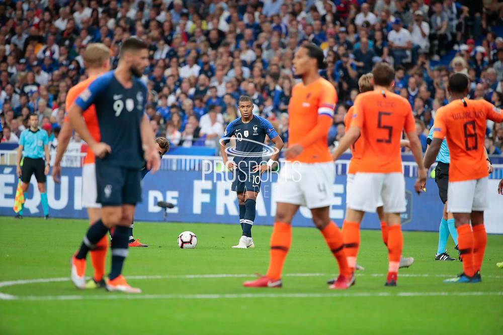 Kylian Mbappe (FRA) for free kick, Antoine Griezmann (FRA), Olivier Giroud (FRA), Virgil Van Dijk (NDL), Daley Blind (NDL), Georginio Wijnaldum (NDL)during the UEFA Nations League, League A, Group 1 football match between France and Netherlands on September 9, 2018 at Stade de France stadium in Saint-Denis near Paris, France - Photo Stephane Allaman / ProSportsImages / DPPI
