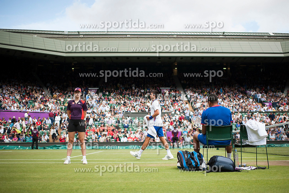 02.08.2012, Wimbledon, London, GBR, Olympia 2012, Tennis, im Bild Novak Djokovic (SRB) und Jo Wilfried Tsonga (FRA) waehrend einer kurzen Pause // during Tennis, at the 2012 Summer Olympics at Wimbledon, London, United Kingdom on 2012/08/02. EXPA Pictures © 2012, PhotoCredit: EXPA/ Freshfocus/ Valeriano Di Domenico..***** ATTENTION - for AUT, SLO, CRO, SRB, BIH only *****