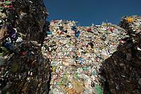 03 JAN 2012, BERLIN/GERMANY:<br /> Wertstoff Weissblech nach der Sortierung, Sortieranlage fuer Anfall / Wertstoffe aus der Gelben Tonne, Alba Recycling GmbH, Berlin-Mahlsdorf<br /> IMAGE: 20120103-01-027<br /> KEYWORDS: Wertstoffe, Recycling, Alba Group, Urban Mining, Gelber Sack, Gruener Punkt, Gr&uuml;ner Punkt, Duales System, Muell. M&uuml;ll. Verwertung