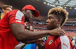 22.06.2016, Stade de France, St. Denis, FRA, UEFA Euro 2016, Island vs Oesterreich, Gruppe F, im Bild David Alaba (AUT) mit Vater George enttäuscht nach dem Ausscheiden in der Gruppenphase // David Alaba (AUT) with Father George disappointed after stopp at the group stage during Group F match between Iceland and Austria of the UEFA EURO 2016 France at the Stade de France in St. Denis, France on 2016/06/22. EXPA Pictures © 2016, PhotoCredit: EXPA/ JFK