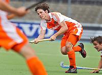 AMSTELVEEN - International Wouter Jolie  in actie. De mannen van het Nederlands Hockeyteam hebben zondag, ter voorbereiding aan het EK dat volgende week in Duitsland wordt gehouden, geoefend tegen Canada (7-2).    Copyright Koen Suyk.