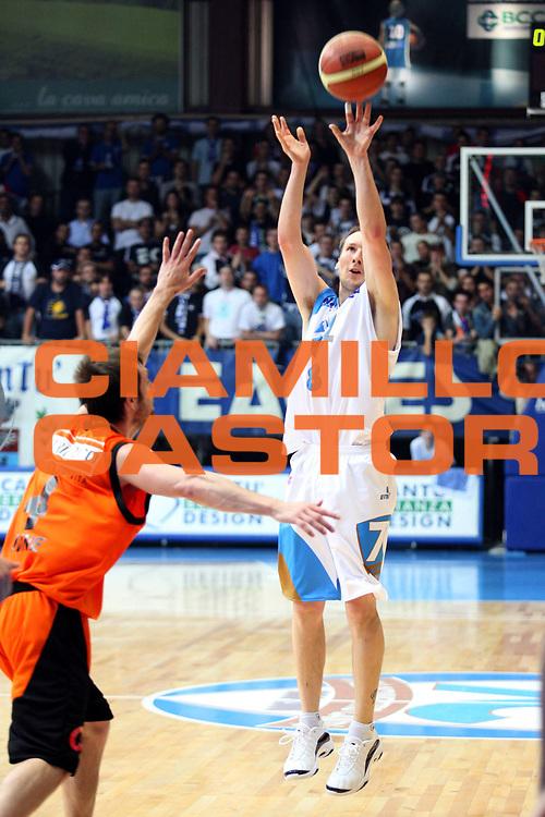 DESCRIZIONE : Cantu Lega A1 2006-07 Pallacanestro Cantu Snaidero Udine<br />GIOCATORE : Jones<br />SQUADRA : Pallacanestro Cantu<br />EVENTO : Campionato Lega A1 2006-2007 <br />GARA : Pallacanestro Cantu Snaidero Udine<br />DATA : 22/10/2006 <br />CATEGORIA :  Tiro<br />SPORT : Pallacanestro <br />AUTORE : Agenzia Ciamillo-Castoria/S.Ceretti