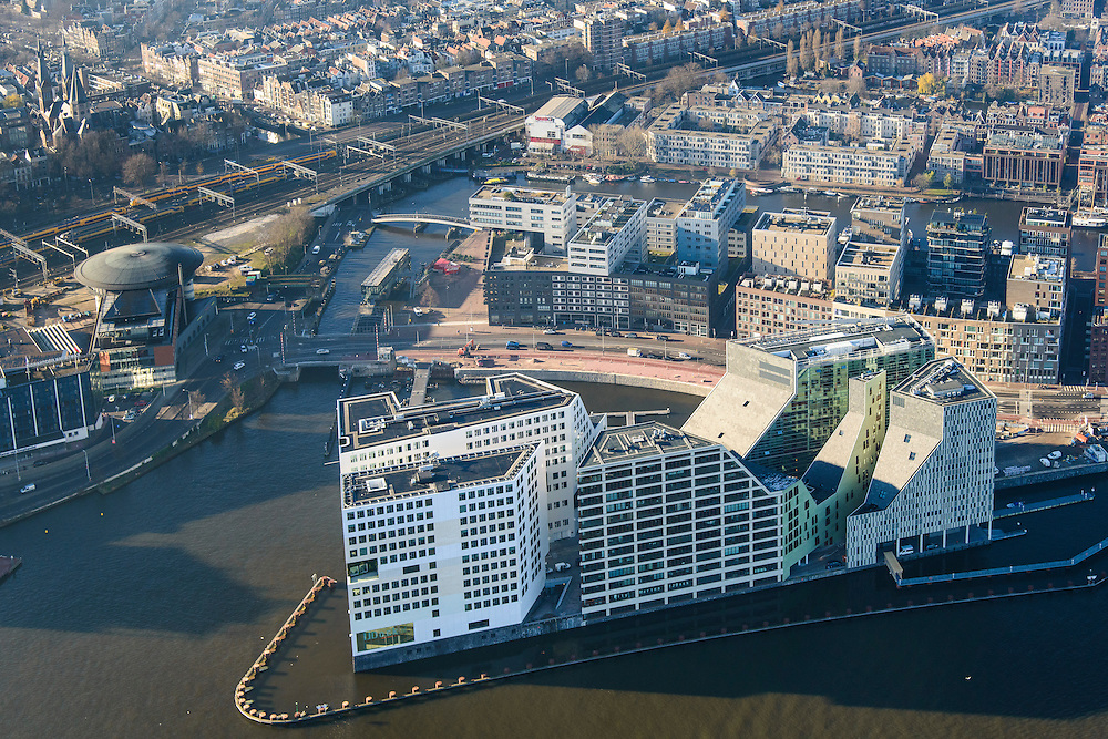 Nederland, Noord-Holland, Amsterdam, 11-12-2013; Westerdoksdijk met IJdok. Op het kunstmatige schiereiland IJDock bevindt zich het Paleis van justitie voor het Gerechtshof van Amsterdam. Op het tweede plan de nieuwbouw van het Westerdok en daar achter het Bickerseiland en Prinseneiland.<br /> Articial island build for Palace of Justice - the Amsterdam Court of Justice.  Former harbour area, newly developed residential area.<br /> luchtfoto (toeslag op standaard tarieven);<br /> aerial photo (additional fee required);<br /> copyright foto/photo Siebe Swart.