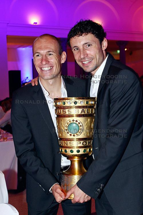 15-05-2010 VOETBAL: CHAMPIONSPARTY BAYERN MUNCHEN: BERLIN<br /> Arjen Robben en Mark van Bommel<br /> ©2010- FRH nph /  PO