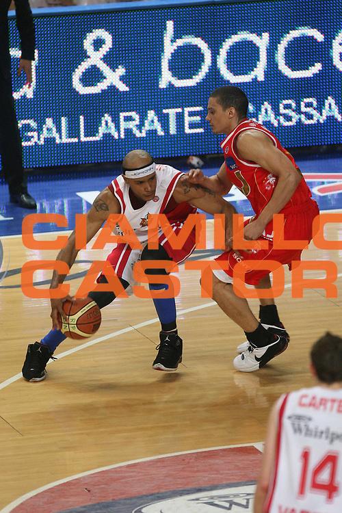 DESCRIZIONE : Varese Lega A1 2006-07 Playoff Quarti di Finale Gara 2 Whirlpool Varese Armani Jeans Milano<br /> GIOCATORE : Delonte Holland<br /> SQUADRA : Whirlpool Varese<br /> EVENTO : Campionato Lega A1 2006-2007 Playoff Quarti di Finale Gara 2<br /> GARA : Whirlpool Varese Armani Jeans Milano<br /> DATA : 19/05/2007 <br /> CATEGORIA : Penetrazione<br /> SPORT : Pallacanestro <br /> AUTORE : Agenzia Ciamillo-Castoria/M.Marchi