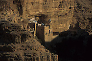 st Georges monastery in wadi kel   jericho  Israel    jericho  Israel     ///  ///   /// Le monastère saint Georges Wadi Kelt , où vivent cinq moines grecs. Même les oiseaux ne veulent pas partir d'ici dit-on  jericho  Israel   ///  ///     L931006a  /  R00061  /  P116501