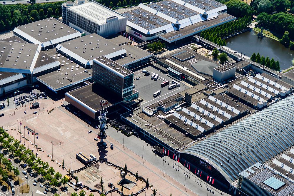 Nederland, Noord-Holland, Amsterdam-Zuid, 29-06-2018; Europaplein met Rai Congrescentrum met de ingang Noord/Zuid-lijn op het plein, naast de reclamezuil. Begin van de Zuid-as.<br /> Congress and conference centre Rai, near the Zuid-as, 'South axis', financial center in the South of Amsterdam.<br /> <br /> luchtfoto (toeslag op standard tarieven);<br /> aerial photo (additional fee required);<br /> copyright foto/photo Siebe Swart
