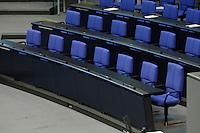 08 NOV 2005, BERLIN/GERMANY:<br /> Leere Regierungsbank vor Beginn einer Sitzung des Deutschen Bundestages, Plenum, Deutscher Bundestag<br /> IMAGE: 20051108-02-001<br /> KEYWORDS: Leer