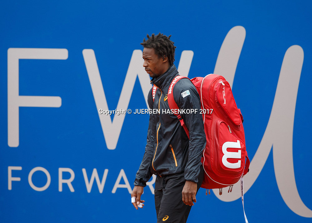 GAEL MONFILS (FRA) betritt den Centre Court,<br /> <br /> Tennis - BMW Open 2017 -  ATP  -  MTTC Iphitos - Munich -  - Germany  - 4 May 2017.