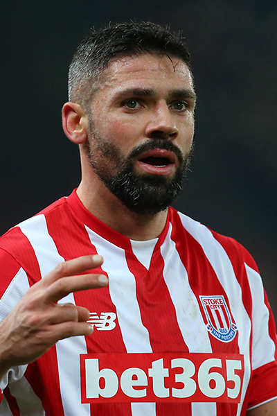 STOKE ON TRENT, ENGLAND - AUGUST 20: Jonathan Walters of Stoke City reacts during the Premier League match between Stoke City and Manchester City at Bet365 Stadium on August 20, 2016 in Stoke on Trent, England.  (Photo by Chris Brunskill/Getty Images)
