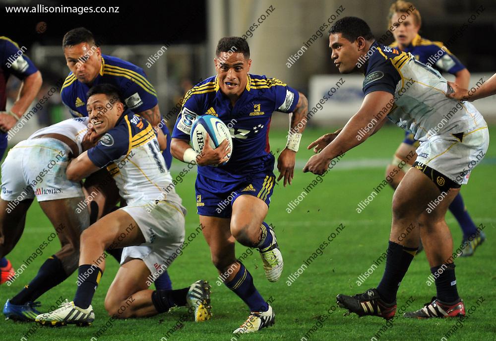 Highlanders Aaron Smith looks for a gap in defence, at the Super 15 match against the Brumbies, Dunedin New Zealand, 12 April 2013. Credit: Joe Allison / Allison Images