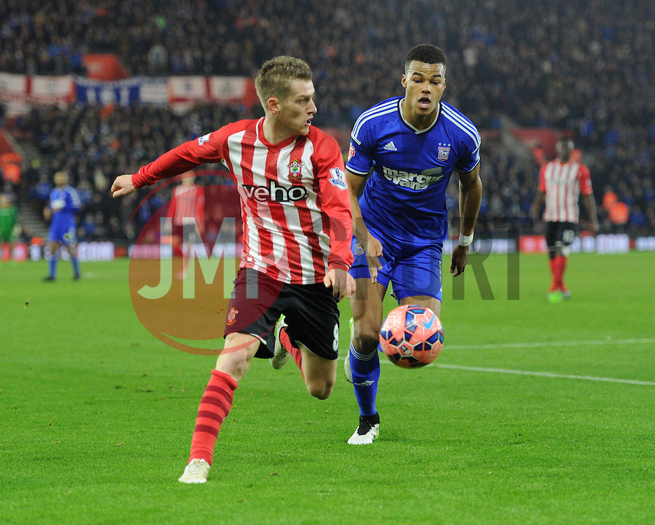 Southampton's Steven Davis on the attack against Ipswich Town - Photo mandatory by-line: Paul Knight/JMP - Mobile: 07966 386802 - 04/01/2015 - SPORT - Football - Southampton - St Mary's Stadium - Southampton v Ipswich Town - FA Cup Third Round