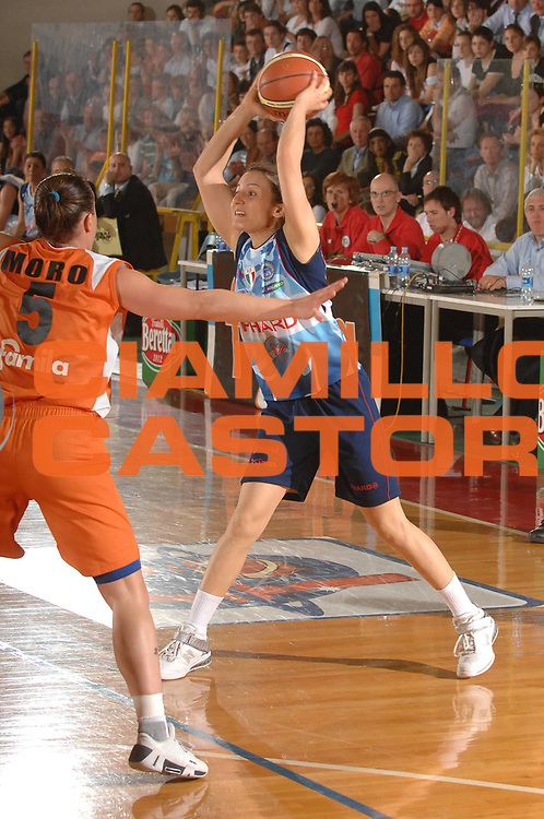 DESCRIZIONE : Napoli Lega A1 Femminile 2007-08 Play Off Finale Gara 3 Famila Wuber Schio Phard Napoli<br /> GIOCATORE : Paola Mauriello<br /> SQUADRA : Phard Napoli<br /> EVENTO : Campionato Lega A1 Femminile 2007-2008<br /> GARA : Famila Wuber Schio Phard Napoli<br /> DATA : 03/05/2008<br /> CATEGORIA : Passaggio<br /> SPORT : Pallacanestro<br /> AUTORE : Agenzia Ciamillo-Castoria/M.Gregolin