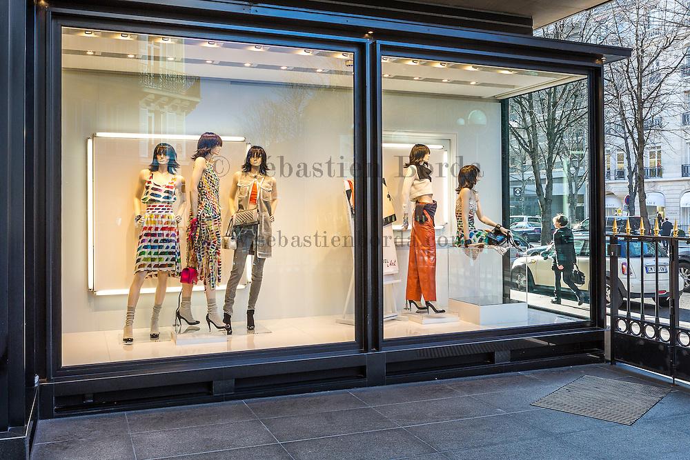 Vitrine Chanel, avenue Montaigne // Shop window of Chanel in avenue Montaigne
