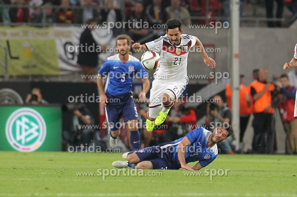 10.06.2015, RheinEnergie Stadion, Koeln, GER, FS Vorbereitung, Testspiel, Deutschland vs USA, im Bild Zweikampf zwischen Ilkay G&uuml;ndogan, Guendogan (Deutschland) u. Brad Evans (USA) // during the international friendly football match between Germany and USA at the RheinEnergie Stadion in Koeln, Germany on 2015/06/10. EXPA Pictures &copy; 2015, PhotoCredit: EXPA/ Eibner-Pressefoto/ Roskaritz<br /> <br /> *****ATTENTION - OUT of GER*****