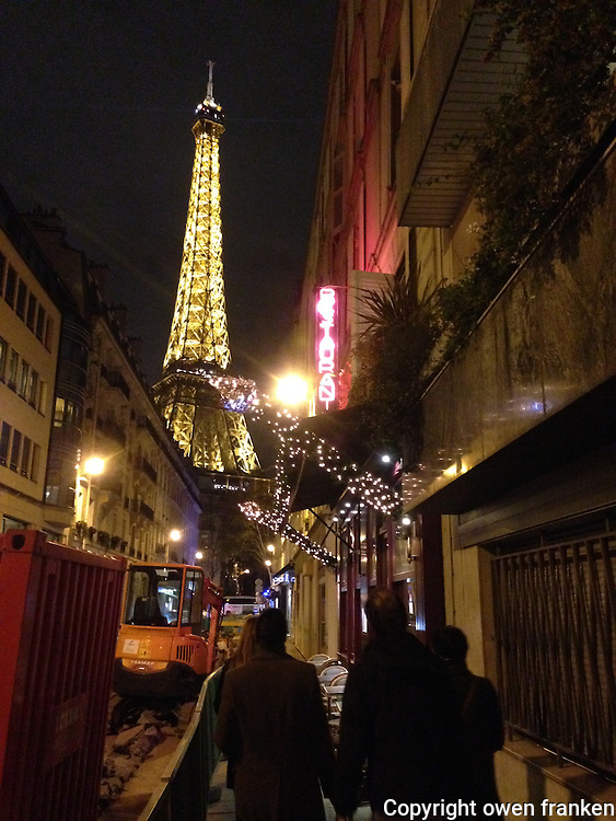 eiffel tower at night-bon accueil restaurant-paris