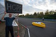 Petra von Fintel verbreekt haar eigen 24 uurrecord, zij rijdt meer dan 1000 km. In Duitsland worden op de Dekrabaan bij Schipkau recordpogingen gedaan met speciale ligfietsen tijdens een speciaal recordweekend.<br /> <br /> Petra von Fintel improves her own 24 hour record, she rides over 1000 km. In Germany at the Dekra track near Schipkau cyclists try to set new speed records with special recumbents bikes at a special record weekend.