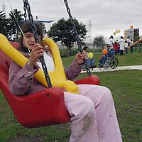 Toluca, Méx.- Niños juegan durante la inaugracion del primer parque para pérsonas con capacidades diferentes en Metepec. Agencia MVT / Mario Vazquez de la Torre. (DIGITAL)<br /> <br /> NO ARCHIVAR - NO ARCHIVE