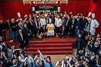 LYON: Gault & Millau Tour. le 23 mars, avait lieu le Gault & Millau Tour en Rhone-Alpes. C est dans la celebre Abbaye de Collonges de Paul Bocuse, a Collonges-au-Mont-d Or, que plusieurs generations de professionnels s etaient reunies, pour une fete de la gastronomie en region. Chefs, sommeliers et patissiers furent recompenses et encourages pour leur travail mene avec passion, avec la presence de M. Paul en personne.