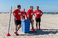 BERGEN - 03-08-2015, strandtraining AZ, strand, AZ trainer John van den Brom (2vr).