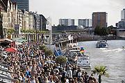 Duitsland, Dusseldorf, 2-6-2012In deze stad aan de rivier de Rijn, de hoofdstad van Nordrhein-Westfalen, was vandaag een Japan dag.Het bracht veel mensen op de been langs de oever van de Rhein, Rijnkade, en jongeren hadden zich verkleed als stripfiguren uit de Japanse Manga strips.Foto: Flip Franssen/Hollandse Hoogte