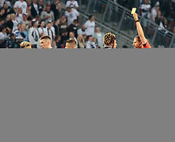 09.05.2018, Woerthersee Stadion, Klagenfurt, AUT, OeFB Uniqa Cup, SK Puntigamer Sturm Graz vs FC Red Bull Salzburg, Finale, im Bild Schiedsrichter Lechner Harald, präsentiert gelbe Karte // during the final match of the ÖFB Uniqa Cup between SK Puntigamer Sturm Graz and FC Red Bull Salzburg at the Woerthersee Stadion in Klagenfurt, Austria on 2018/05/09. EXPA Pictures © 2018, PhotoCredit: EXPA/ Johann Groder