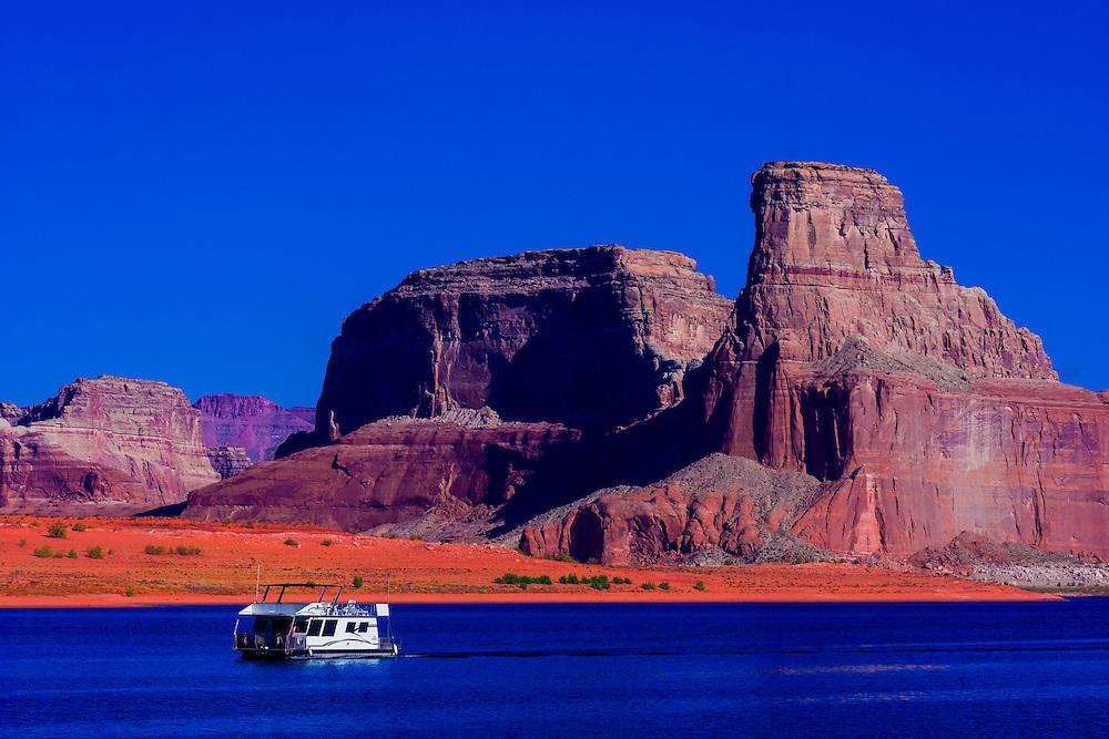 Houseboat, Lake Powell, Glen Canyon National Recreation Area, Arizona/Utah border USA