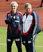 GEPA-1006086465 - CHATEL ST.DENIS,SCHWEIZ,10.JUN.08 - FUSSBALL - UEFA Europameisterschaft, Vorbereitung auf die EURO 2008, Nationalteam Frankreich, Training. Bild zeigt Teamchef Raymond Domenech (FRA).<br />