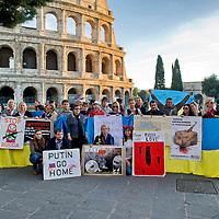 Manifestazione contro l'aggressione della Russia in Ucraina al Colosseo
