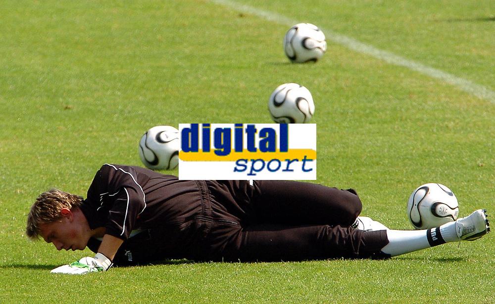 Photo: AF Wrofoto/Sportsbeat Images.<br />Poland Training Session. 07/06/2006.<br />Goalkeeper Tomasz Kuszczak during training.