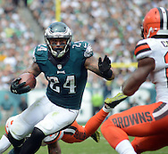 Philadelphia Eagles Ryan Mathews (24) runs with the ball against the Cleveland Browns September 11, 2016 at Lincoln Financial Field in Philadelphia, Pennsylvania.  (Photo by William Thomas Cain)