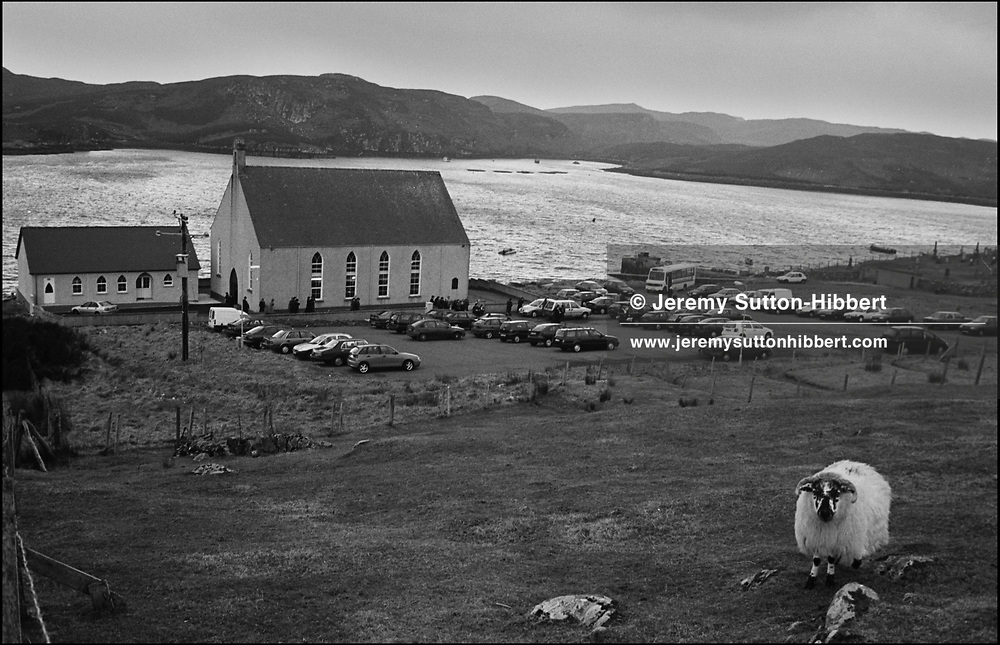 THE CONGREGATION MAKE THEIR WAY TO THEIR CARS AFTER THE SUNDAY MORNING GAELIC SERVICE AT THE 'LOCHS' FREE CHURCH OF SCOTLAND, CROSBOST, LEWIS. FEBRUARY 2001..©JEREMY SUTTON-HIBBERT 2001..