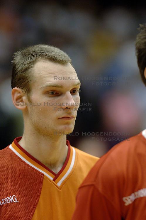 06-09-2006 BASKETBAL: NEDERLAND - SLOWAKIJE: GRONINGEN<br /> De basketballers hebben ook de tweede wedstrijd in de kwalificatiereeks voor het Europees kampioenschap in winst omgezet. In Groningen werd een overwinning geboekt op Slowakije: 71-63 / Kees Akerboom<br /> &copy;2006-WWW.FOTOHOOGENDOORN.NL