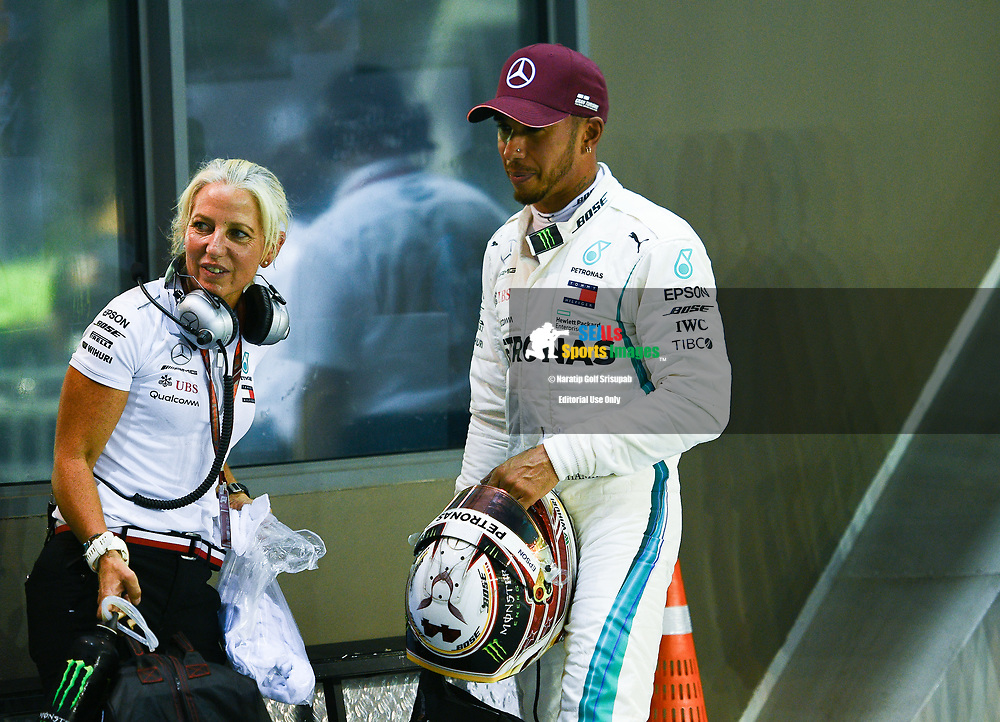 SINGAPORE - SEPTEMBER 15: Lewis Hamilton (44) of Mercedes AMG Petronas Motorsport after finishing on pole position during Qualifying at the F1 Singapore Grand Prix 2018, Marina Bay Street Circuit, Singapore on September 15, 2018. <br /> .<br /> .<br /> .<br /> (Photo by: Naratip Golf Srisupab/SEALs Sports Images)<br /> .<br /> Any image use must include a mandatory credit line adjacent to the content which should read: Naratip Golf Srisupab/SEALs Sports Images