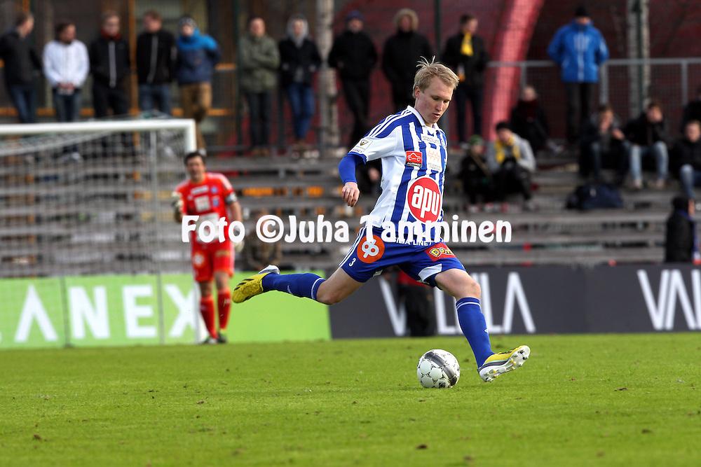 22.4.2013, Tapiolan Urheilupuisto, Espoo..Veikkausliiga 2013..FC Honka - FC HJK Helsinki..Valtteri Moren - HJK