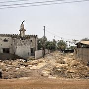 Une mosquée détruite, vestige des combats entre les rebelles et les SPLA (Armée Populaire de Libération du Soudan) à Malakal. La ville était la deuxième du pays avant la guerre civile en 2013. Véritable carrefour commercial, elle comptait plus de 150 000 habitants. Aujourd'hui, presque exclusivement des soldats loyalistes et leurs familles l'habitent.