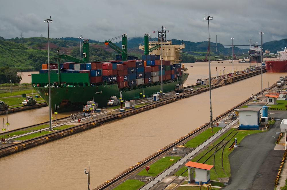 PANAMA CANAL LOCKS / CANAL DE PANAM&Aacute;<br /> Photography by Aaron Sosa<br /> Panama City, Panama 2010<br /> (Copyright &copy; Aaron Sosa)