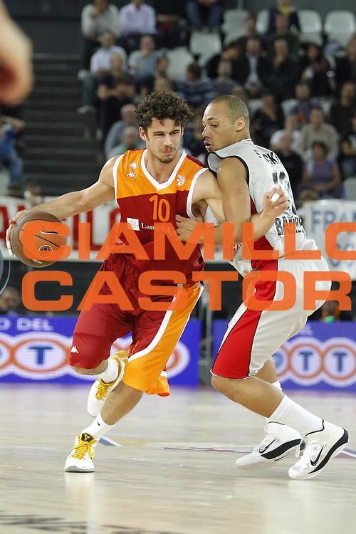 DESCRIZIONE : Roma Eurolega 2010-11 Lottomatica Virtus Roma Brose Baskets Bamberg<br /> GIOCATORE : Luca Vitali<br /> SQUADRA : Lottomatica Virtus Roma<br /> EVENTO : Eurolega 2010-2011<br /> GARA :  Lottomatica Virtus Roma Brose Baskets Bamberg<br /> DATA : 20/10/2010<br /> CATEGORIA : palleggio<br /> SPORT : Pallacanestro <br /> AUTORE : Agenzia Ciamillo-Castoria/ElioCastoria<br /> Galleria : Eurolega 2010-2011<br /> Fotonotizia : Roma Eurolega Euroleague 2010-11 Lottomatica Virtus Roma Brose Baskets Bamberg<br /> Predefinita :