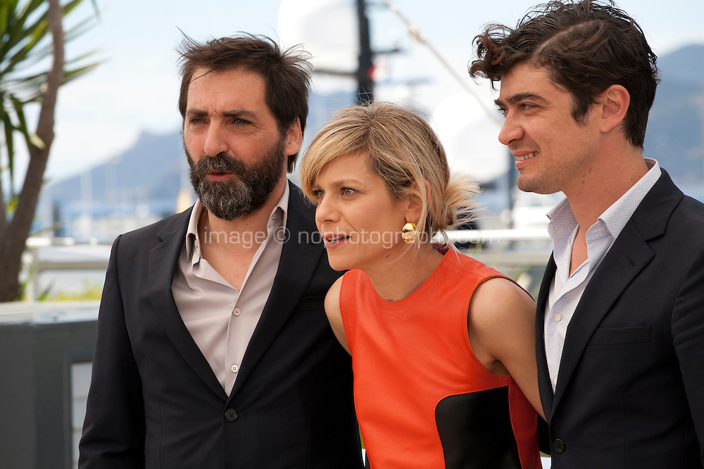 Stefano Mordini, Marina Fois and Riccardo Scamarcio at the Pericle (Pericle Il Nero) film photo call at the 69th Cannes Film Festival Thursday 19th May 2016, Cannes, France. Photography: Doreen Kennedy