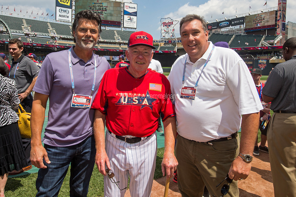 MINNEAPOLIS, MN- JULY 13: U.S. Team manager Tom Kelly with Rick Aguilera and Kent Hrbek during the SiriusXM All-Star Futures Game at Target Field on July 13, 2014 in Minneapolis, Minnesota. (Photo by Brace Hemmelgarn) *** Local Caption *** Tom Kelly;Rick Aguilera;Kent Hrbek