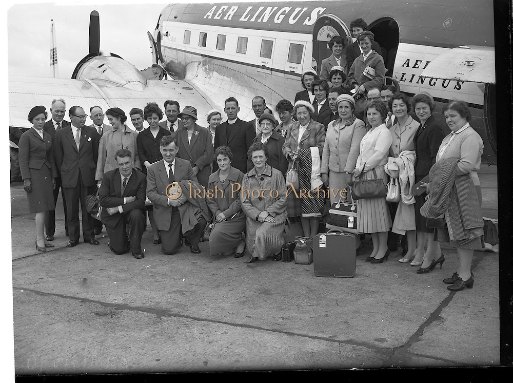 17/06/1960<br /> 06/17/1960<br /> 17 June 1960 <br /> Manchester Pilgrimage to Lough Derg at Dublin Airport.<br /> Members of the Manchester group beside the Aer Lingus aircraft. Included are Rev. Fr. M. Gallagher, S.M.A.,; Rev. Fr William Breslin S.M.A., who led the pilgrimage and the organiser Mr Desmond Morley (Higgs Travel Agency).