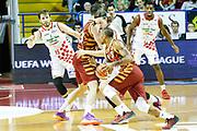 DESCRIZIONE : Venezia Lega A 2015-16 Umana Reyer Venezia - Giorgio Tesi Group Pistoia<br /> GIOCATORE : Michele Antonutti<br /> CATEGORIA : Tecnica Difesa<br /> SQUADRA : Umana Reyer Venezia - Giorgio Tesi Group Pistoia<br /> EVENTO : Campionato Lega A 2015-2016<br /> GARA : Umana Reyer Venezia - Giorgio Tesi Group Pistoia<br /> DATA : 18/04/2016<br /> SPORT : Pallacanestro <br /> AUTORE : Agenzia Ciamillo-Castoria/G. Contessa<br /> Galleria : Lega Basket A 2015-2016 <br /> Fotonotizia : Venezia Lega A 2015-16 Umana Reyer Venezia - Giorgio Tesi Group Pistoia