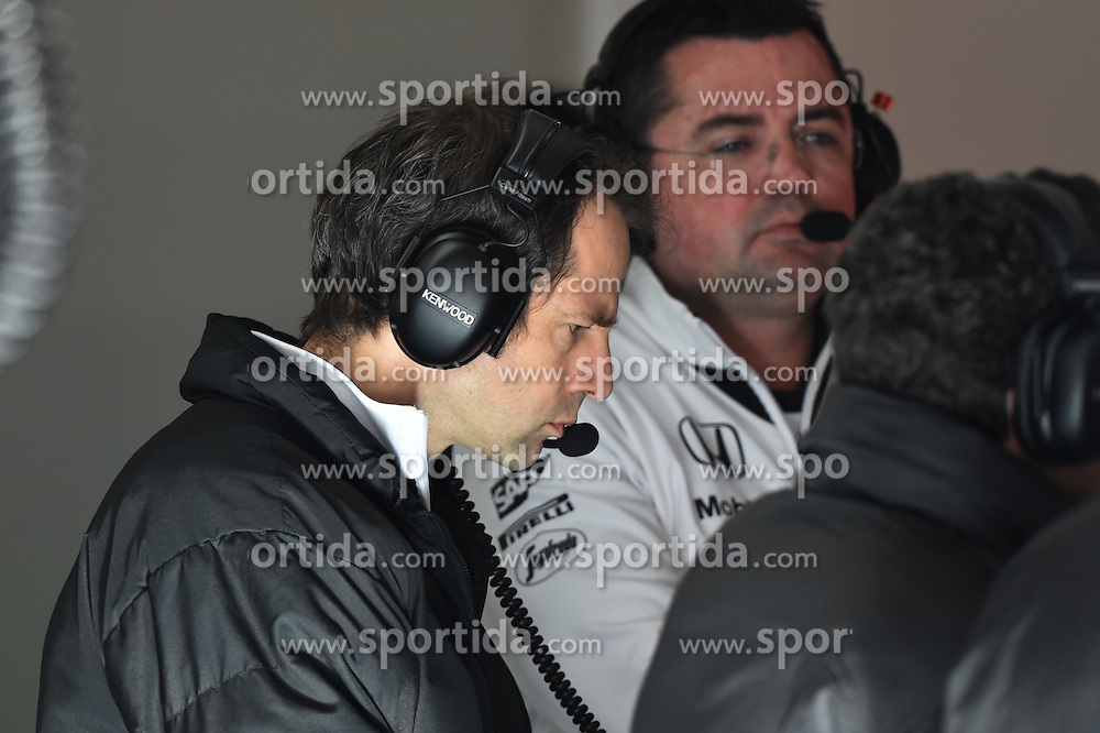 28.02.2015, Circuit de Catalunya, Barcelona, ESP, FIA, Formel 1, Testfahrten, Barcelona, Tag 3, im Bild Ciaron Pilbeam (GBR) McLaren Race Engineer // during the Formula One Testdrives, day three at the Circuit de Catalunya in Barcelona, Spain on 2015/02/28. EXPA Pictures &copy; 2015, PhotoCredit: EXPA/ Sutton Images/ Mark Images<br /> <br /> *****ATTENTION - for AUT, SLO, CRO, SRB, BIH, MAZ only*****
