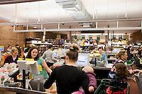 """7 Novembre, 2008. Brooklyn, New York.<br /> <br /> Una parte dei residenti di Park Slope, Brooklyn, NY, fa la spesa al Food Coop, una supermercato gestito da una cooperativa. I membri, in cambio di una quota di adesione e lavorandoci 2 ore e 45 minuti al mese, possono acquistare prodotti organici ed eco-friendly a prezzi ridotti. Park Slope, spesso definito dai newyorkesi come """"The Slope"""", è un quartiere nella zona ovest di Brooklyn, New York, e confinante con Prospect Park.  Park Slope è un quartiere benestante che ha il maggior numero di nascite, la qualità della vita più alta e principalmente abitato da una classe media di razza bianca. Per questi motivi molte giovani coppie e famiglie decidono di trasferirsi dalle altre municipalità di New York a Park Slope. Dal punto di vista architettonico, il quartiere è caratterizzato dai brownstones, un tipo di costruzione molto frequente a New York, e da Prospect Park.<br /> <br /> ©2008 Gianni Cipriano for The New York Times<br /> cell. +1 646 465 2168 (USA)<br /> cell. +1 328 567 7923 (Italy)<br /> gianni@giannicipriano.com<br /> www.giannicipriano.com"""