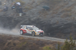 17.01.2014, Sisteron, FRA, FIA, WRC, Monte Carlo, 2. Tag, im Bild MEEKE Kris / NAGLE Paul ( CITROEN TOTAL ABU DHABI WRT (FRA) / CITROEN DS3 ) im Nebel mit Zuschauern during day two of FIA Rallye Monte Carlo held near Monte Carlo, France on 2014/01/17. EXPA Pictures © 2014, PhotoCredit: EXPA/ Eibner-Pressefoto/ Neis<br /> <br /> *****ATTENTION - OUT of GER*****
