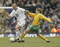 Photo: Aidan Ellis.<br /> Leeds United v Norwich City. Coca Cola Championship. 11/03/2006.<br /> Norwich's Paul McVeigh challenges Leeds Stephen Crainey