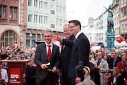 Frankfurt am Main | 21.09.2013<br /> <br /> Endspurt-Kundgebung auf dem Frankfurter R&ouml;merberg zum Landtagswahlkampf der SPD (Sozialdemokratische Partei Deutschlands) 2013, hier: <br /> Peter Feldmann (l), Thorsten Sch&auml;fer-G&uuml;mbel (m) und Peer Steinbr&uuml;ck (r).<br /> <br /> ABDRUCK/NUTZUNG HONORARPFLICHTIG!<br /> <br /> &copy;peter-juelich.com<br /> <br /> [No Model Release | No Property Release]