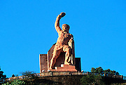 MEXICO, COLONIAL CITIES, GUANAJUATO Monument to Pepila, hero of the 1810 War of Independence and battle for the city